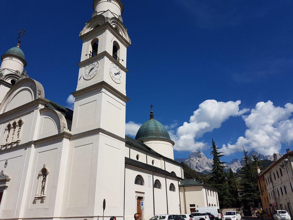 Agordo - Piazza della Libertà: la chiesa arcidiaconale dedicata a Santa Maria Nascente
