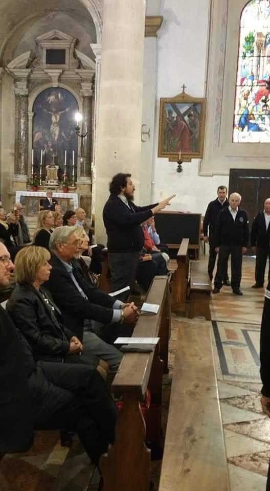 Maestro Maurizio Sacquegna dirige il Coro La Preara
