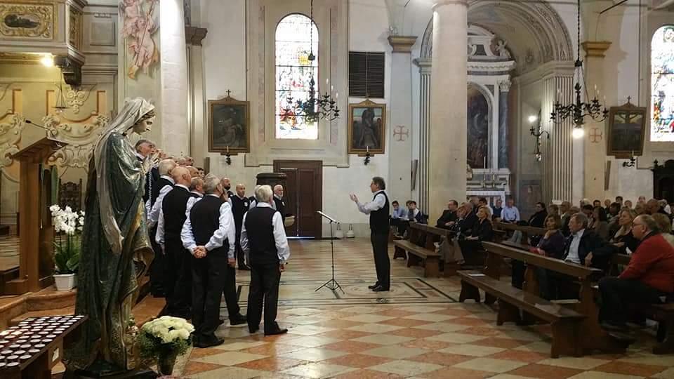 Coro Prealpi diretto dal Maestro Paolo Tosoni