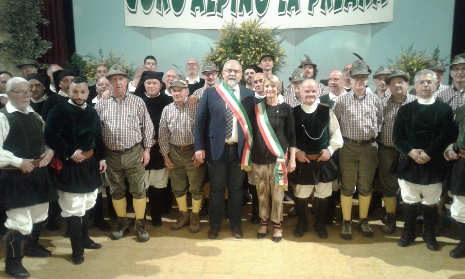 Il Coro Città di Ozieri e Preara nel teatro di Caprino